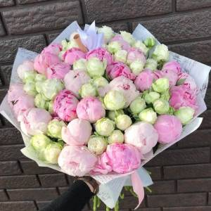 Сборный букет пионовидные розы и пионы R518