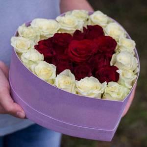 Сборная композиция сердце из роз R848