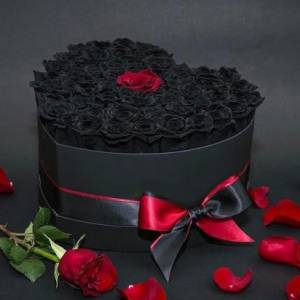 51 черная роза в коробке сердце R830